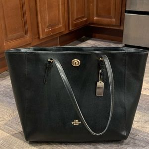 Coach Turnlock Large Pebble leather Tote